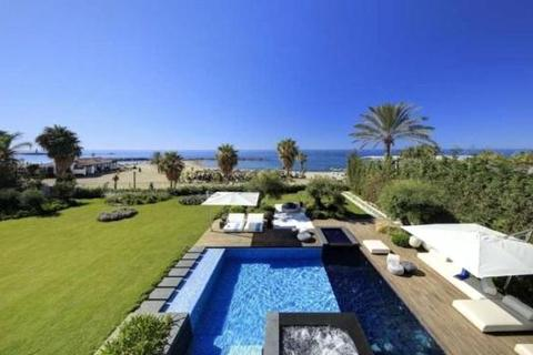 5 bedroom house  - Villa Marina, Puerto Banus, Costa Del Sol, Spain