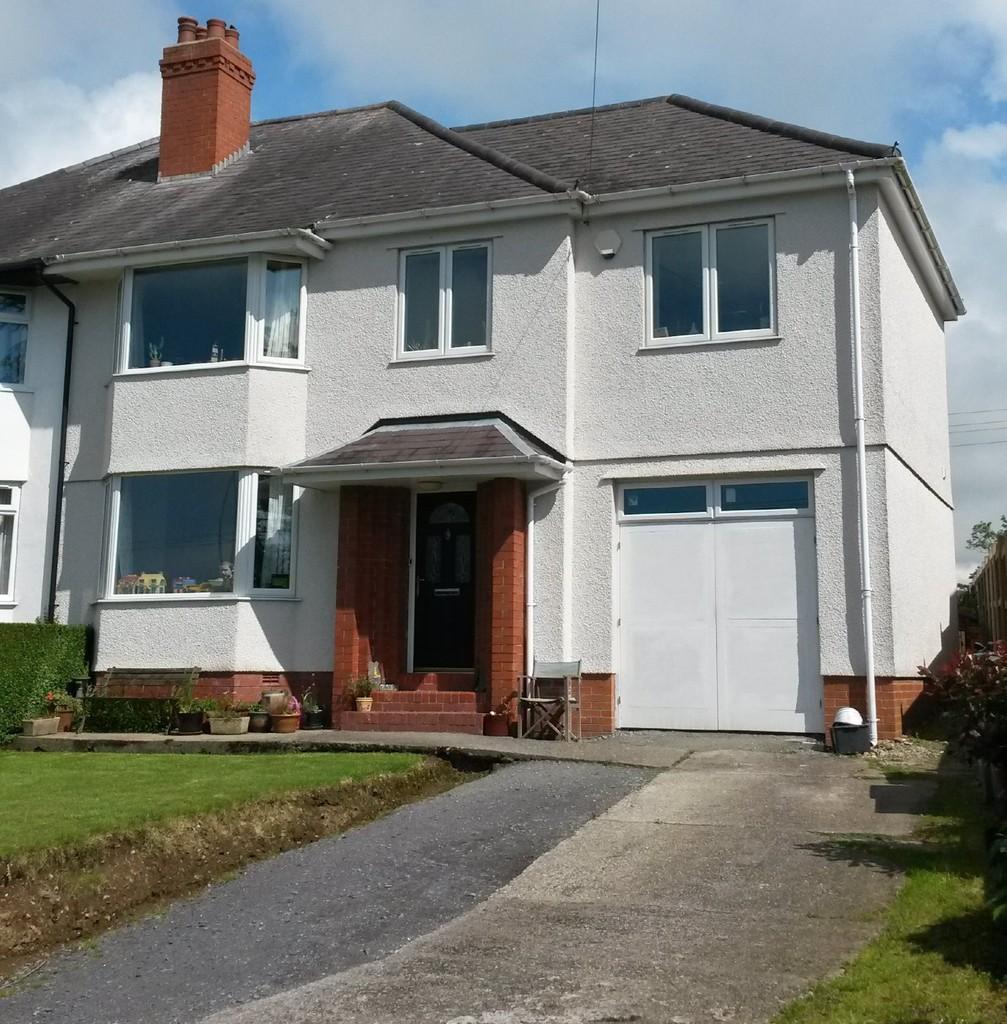 4 Bedrooms Semi Detached House for sale in Ffrwd Cae Du, Bontnewydd, North Wales