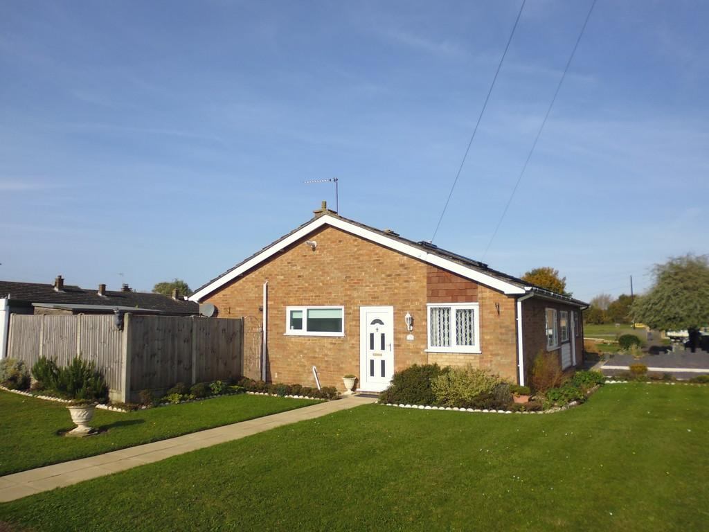 2 Bedrooms Semi Detached Bungalow for sale in Hornbeam Road, Stowupland