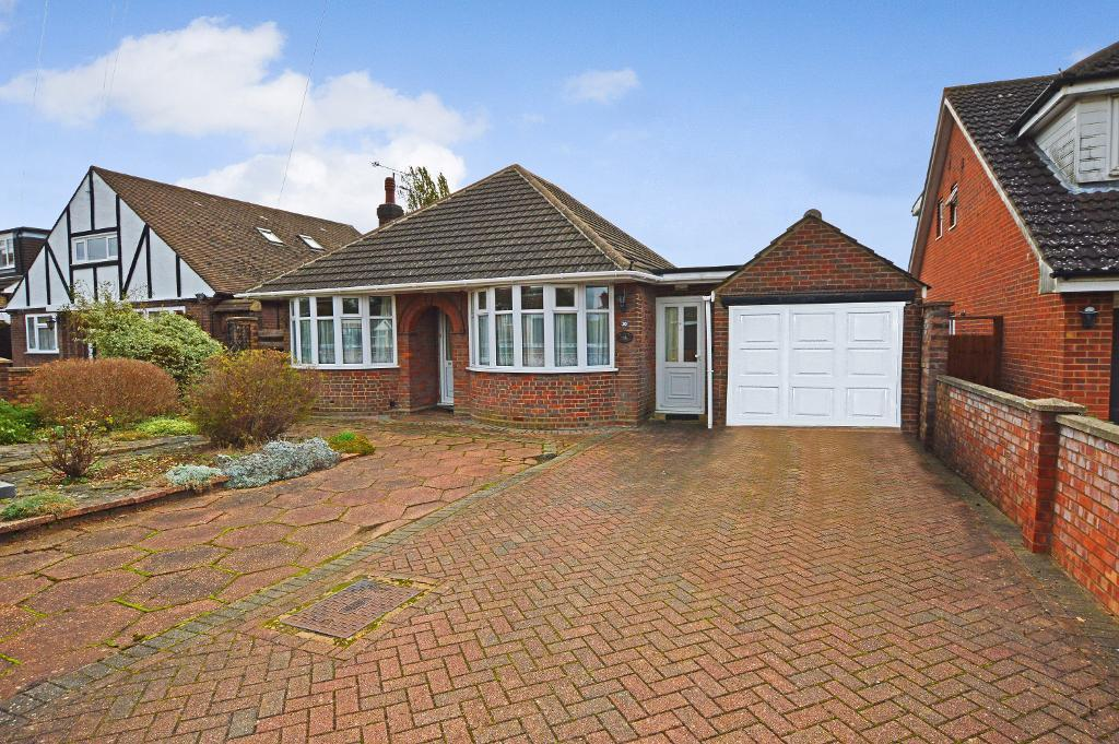 3 Bedrooms Detached Bungalow for sale in Sowerby Avenue, Putteridge, Luton, LU2 8AF