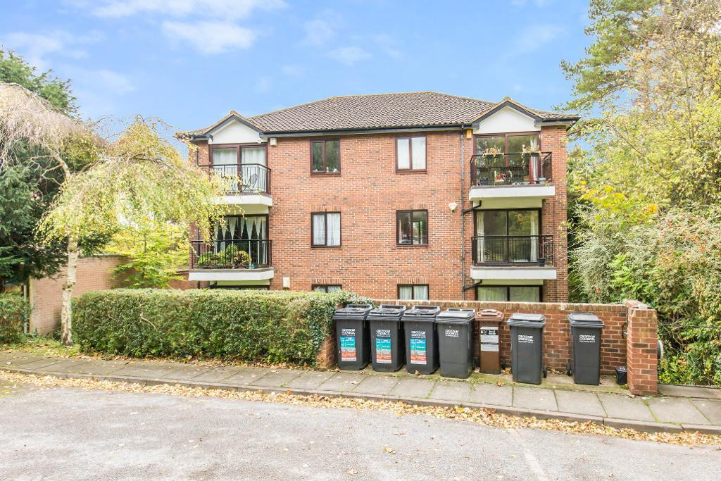 2 Bedrooms Flat for sale in 235 Sanderstead Road, Sanderstead, South Croydon, Surrey, CR2 0PH
