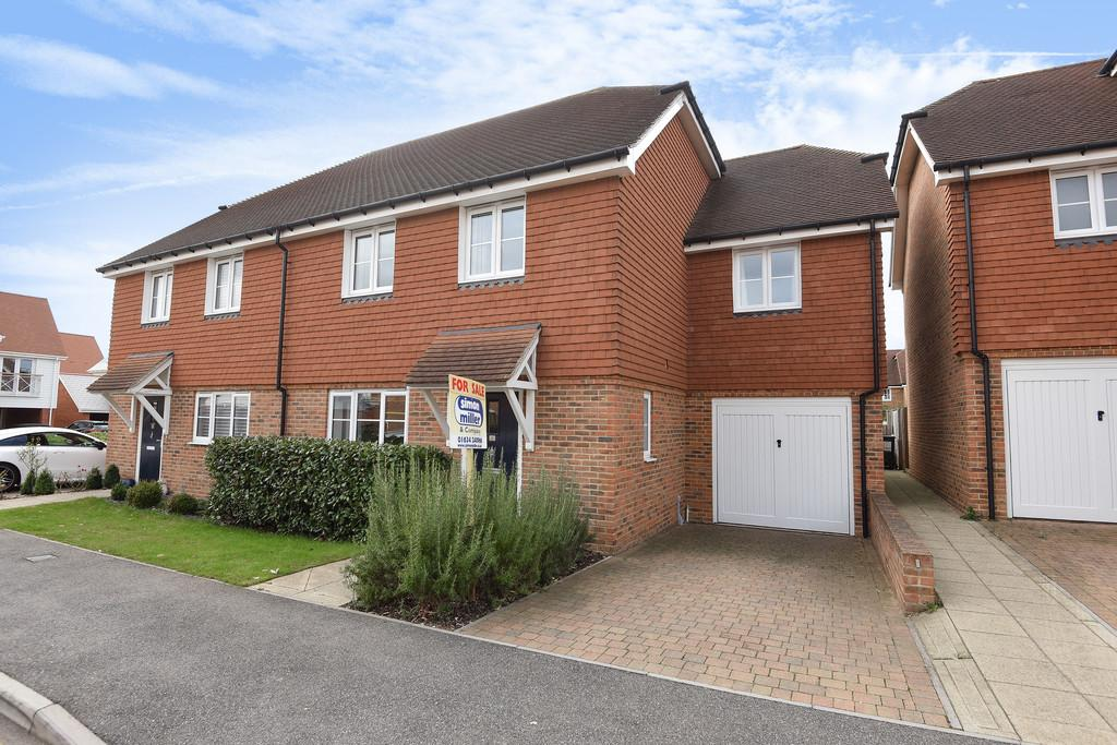 4 Bedrooms Semi Detached House for sale in Wickham Road, Holborough Lakes, Snodland