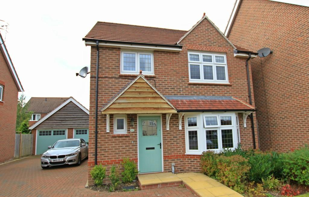 4 Bedrooms Detached House for sale in Earls Court Way, ST JOHNS