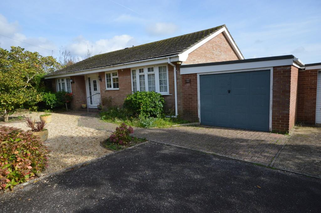 3 Bedrooms Detached Bungalow for sale in Ashley Road, New Milton