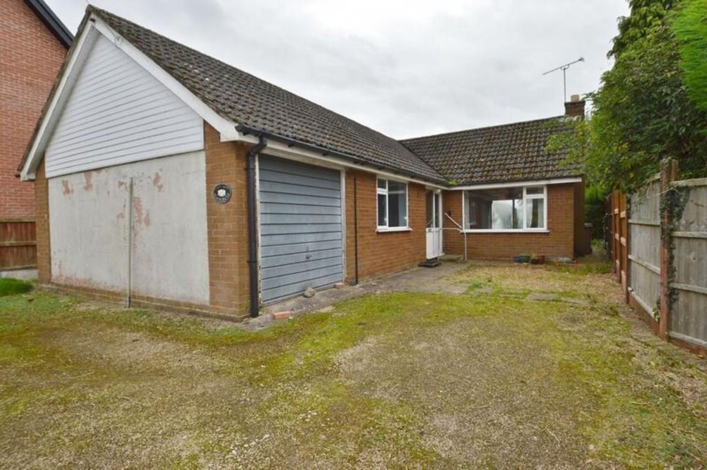 3 Bedrooms Detached Bungalow for sale in Puddle Hill, Hixon