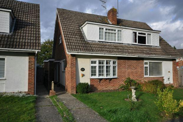 3 Bedrooms Semi Detached House for sale in Kingfisher Drive, Woodley, Reading,