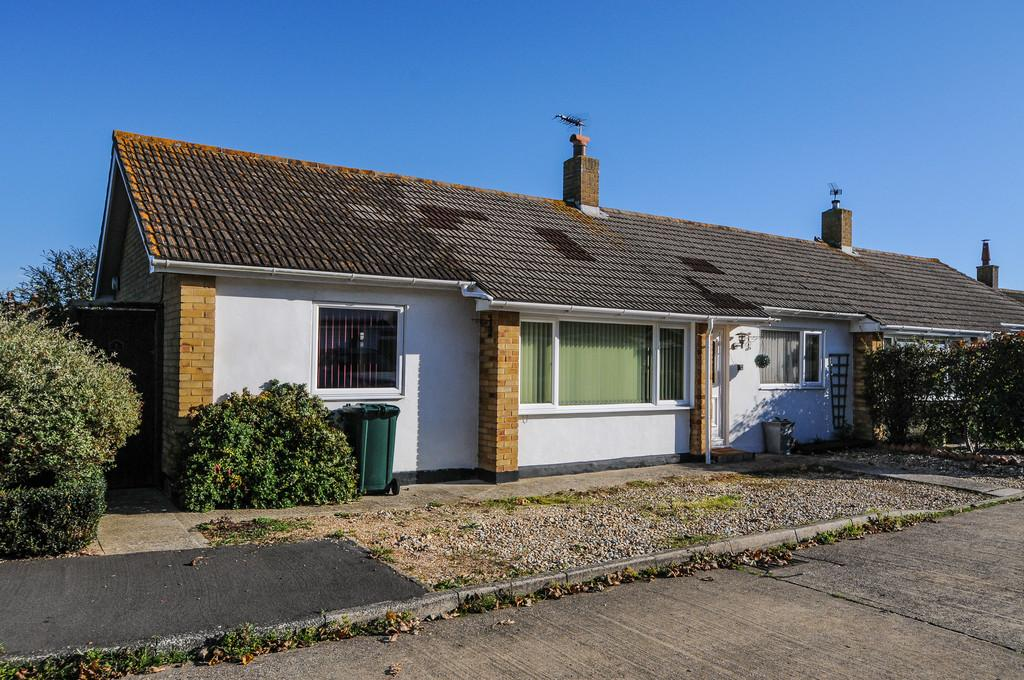 3 Bedrooms Semi Detached Bungalow for sale in Orpen Place, Selsey