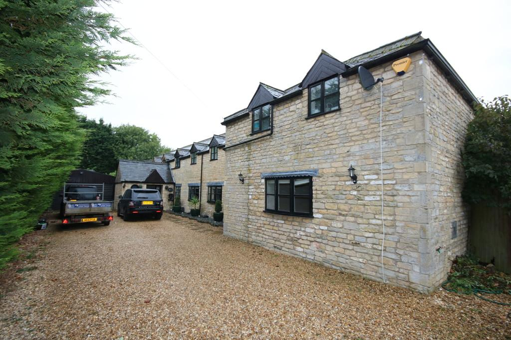 5 Bedrooms Detached House for sale in Deeping Gate, Peterborough