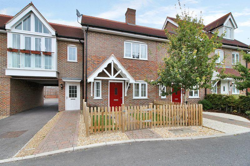 2 Bedrooms Terraced House for sale in Langridge Lane, Wickhurst Green, Broadbridge Heath