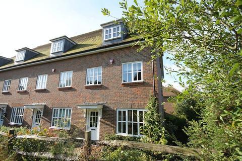 3 bedroom end of terrace house for sale - Farriers Lea, Haywards Heath