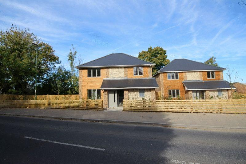 4 Bedrooms Detached House for sale in Rocky Lane, Haywards Heath