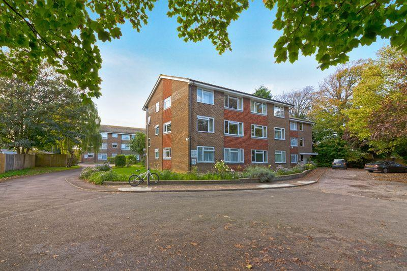 2 Bedrooms Flat for sale in South Farm Road, Worthing