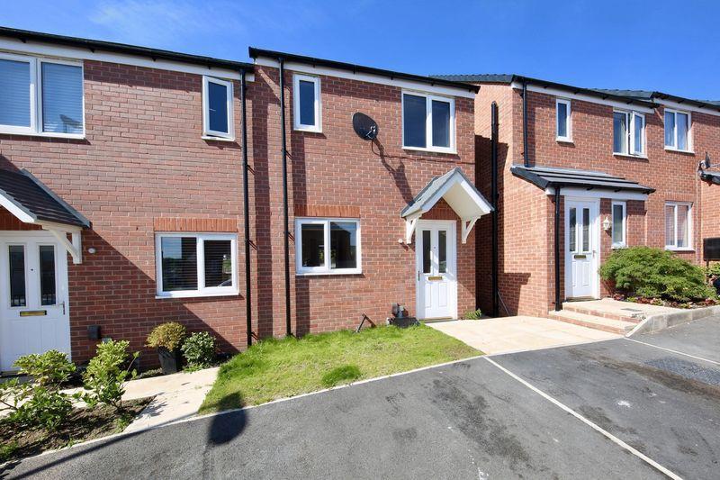 2 Bedrooms Semi Detached House for sale in Kilmarnock Grove, Heywood