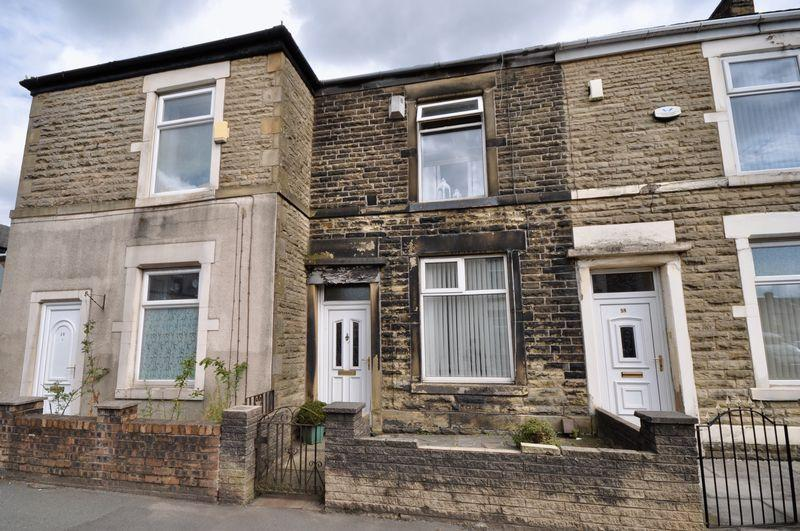 3 Bedrooms Terraced House for sale in Queens Park Road, Heywood