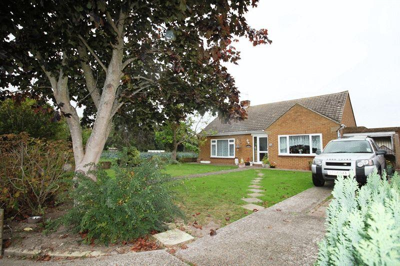 2 Bedrooms Detached Bungalow for sale in The Street, Worth