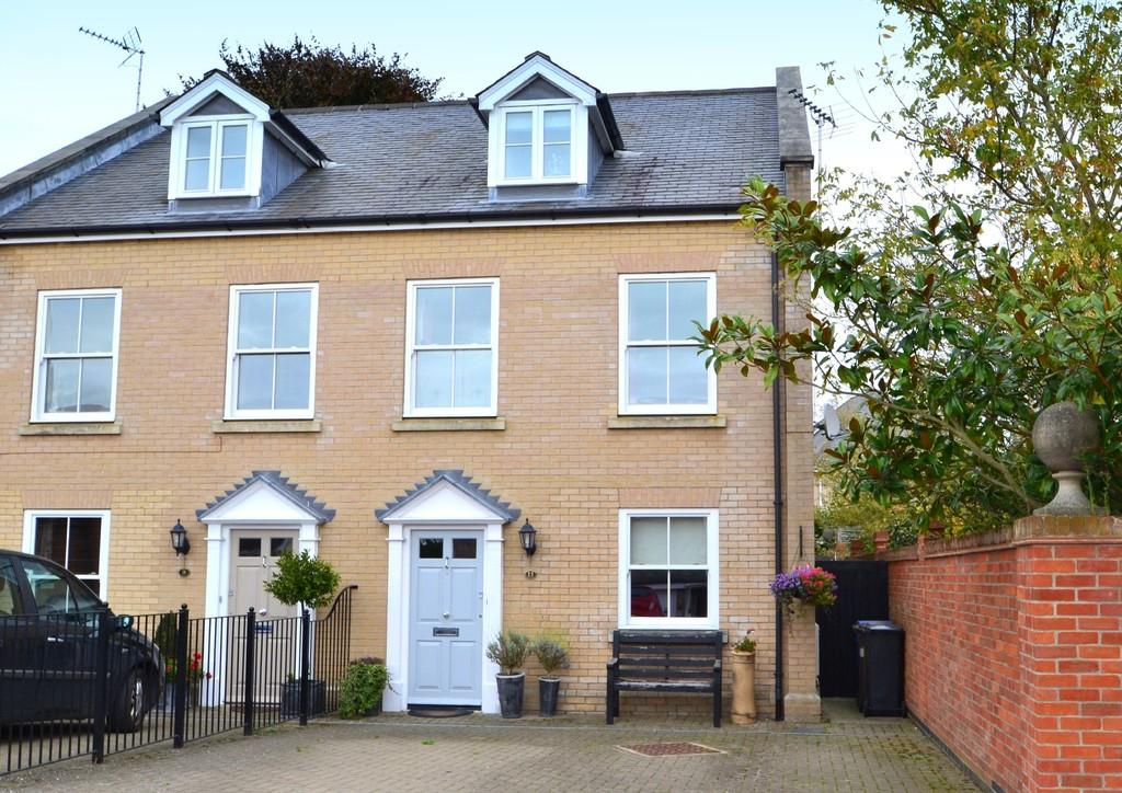 3 Bedrooms Semi Detached House for sale in Vermont Road, Ipswich, IP4 2SR