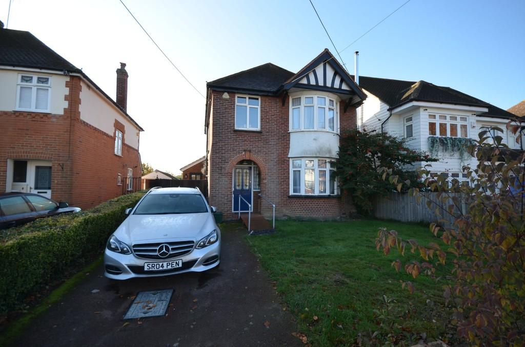 3 Bedrooms Detached House for sale in Avenue Road, Witham, CM8 2DT