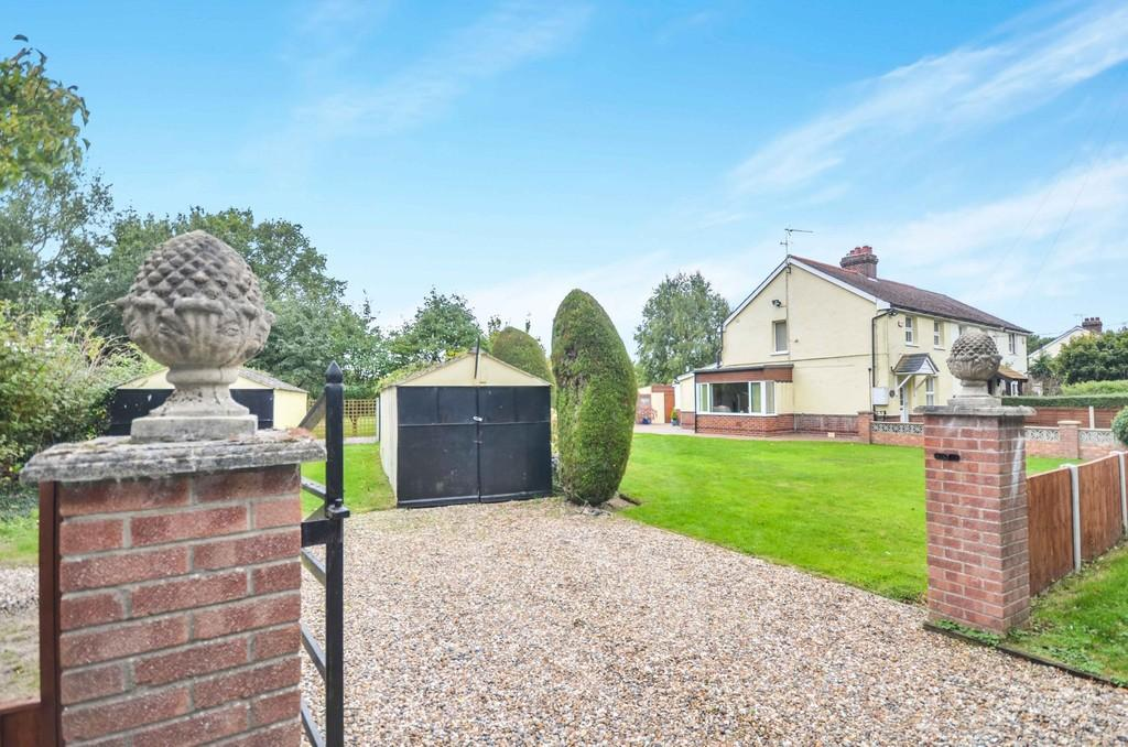 3 Bedrooms Semi Detached House for sale in Rectory Road, Little Bentley, CO7 8SN