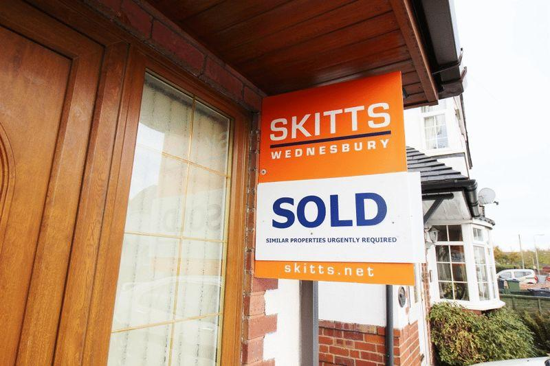 2 Bedrooms Semi Detached House for sale in Park Hill, Wednesbury