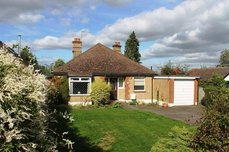 3 Bedrooms Detached Bungalow for sale in LITTLE BOOKHAM