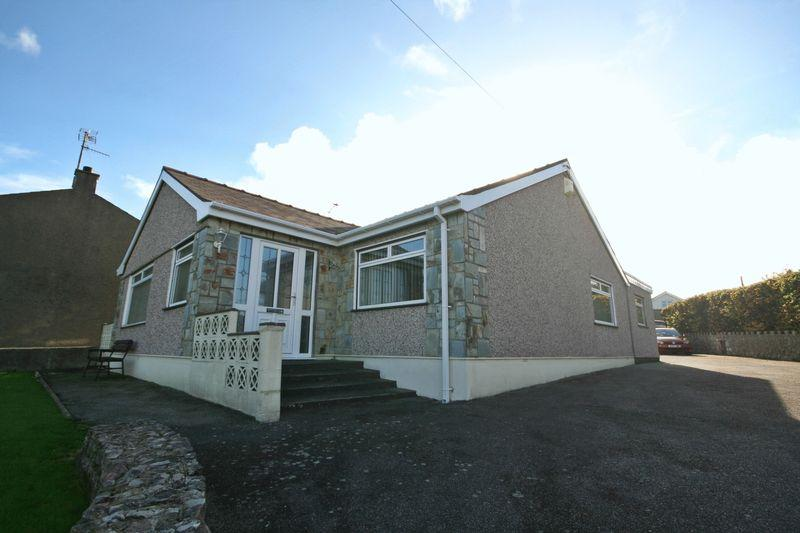 3 Bedrooms Detached Bungalow for sale in Bodedern, Anglesey