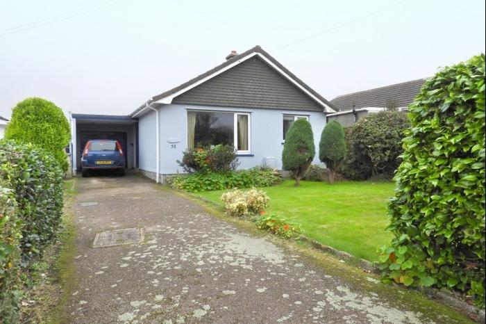3 Bedrooms Bungalow for sale in 35 Barton Close, HELSTON, TR13