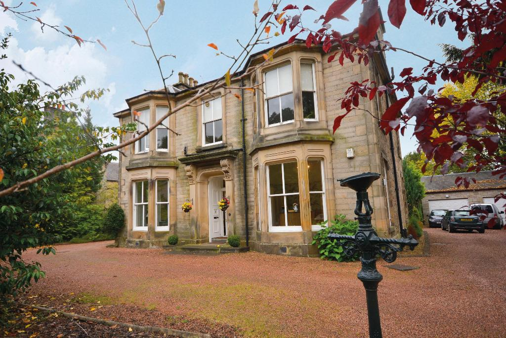 3 Bedrooms Ground Flat for sale in 1 Melville Place, Bridge of Allan, Stirling, FK9 4HE