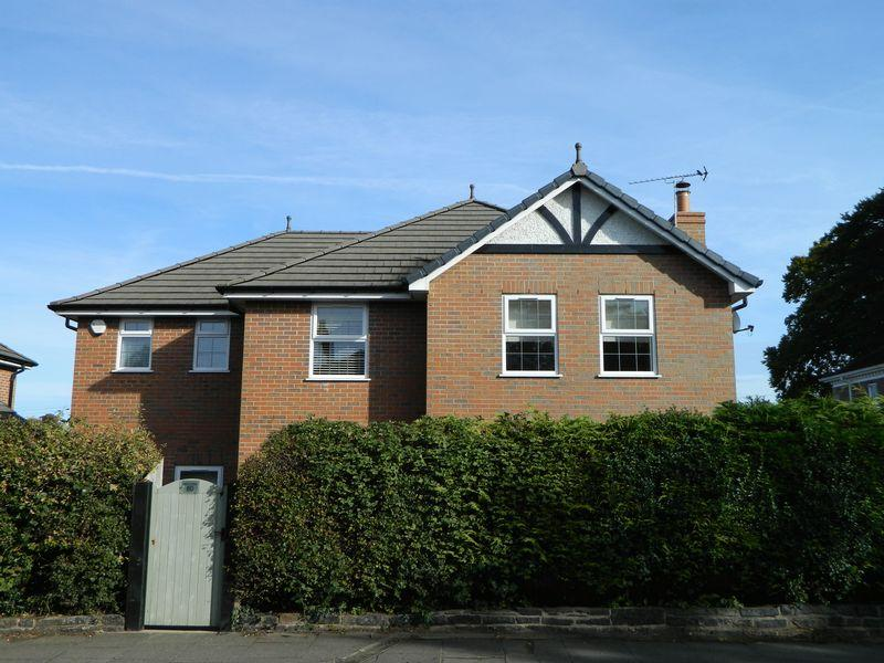 5 Bedrooms Detached House for sale in The Hill, Sandbach