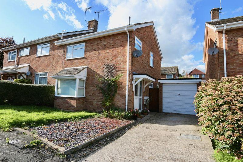 3 Bedrooms Semi Detached House for sale in Bell Close, Drayton Parslow