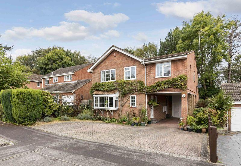 5 Bedrooms Detached House for sale in Daisy Mead, Waterlooville