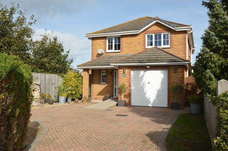 4 Bedrooms Detached House for sale in ELMFIELD, RYDE