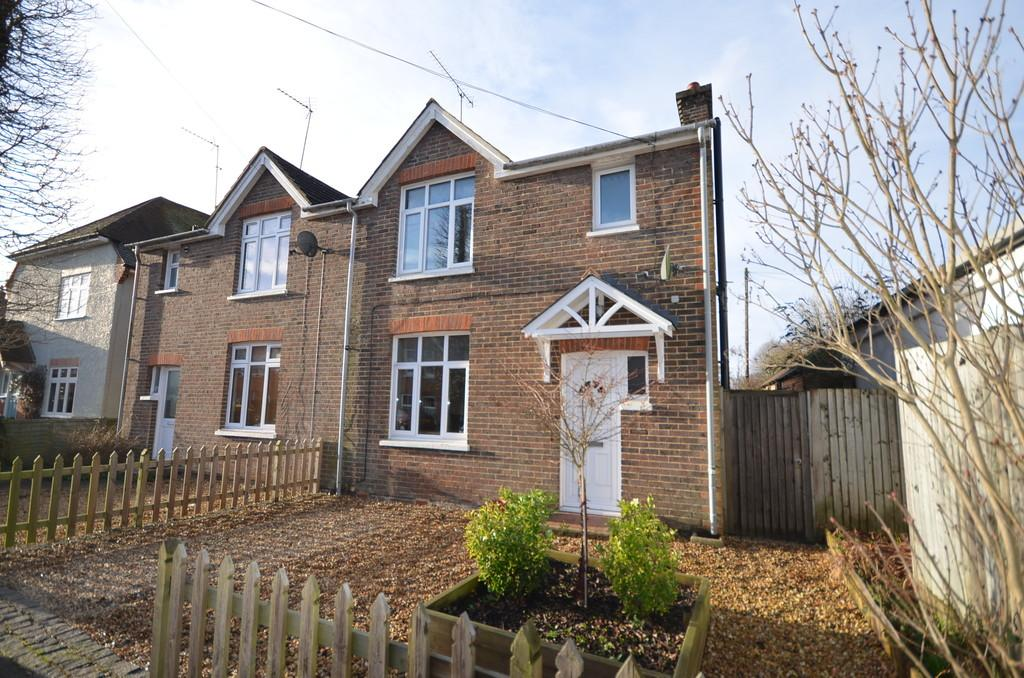 3 Bedrooms Semi Detached House for sale in Edward Road, Farnham