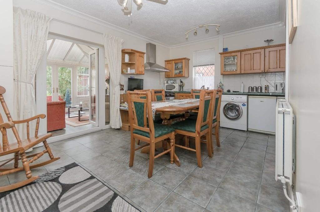 2 Bedrooms Semi Detached House for sale in Barnsley Road, Hemsworth