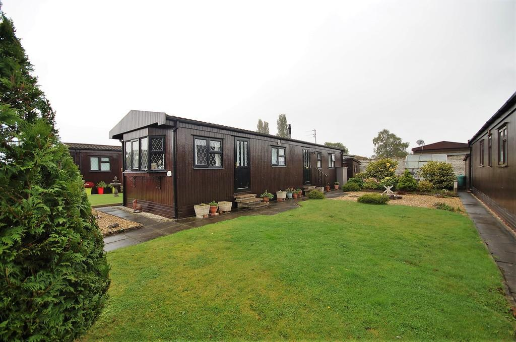 2 Bedrooms Park Home Mobile Home for sale in Poplar Drive, The Elms, Torksey
