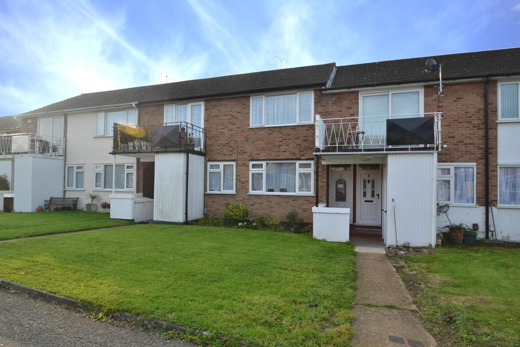 2 Bedrooms Maisonette Flat for sale in Ashdown Walk, Romford