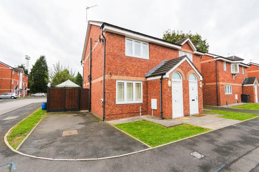 2 Bedrooms Semi Detached House for sale in 14 Apple Blossom Grove, Cadishead