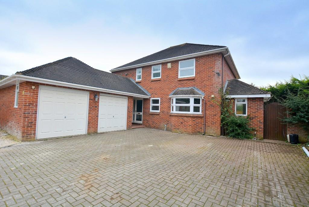 4 Bedrooms Detached House for sale in Dullar Lane, Sturminster Marshall, Wimborne