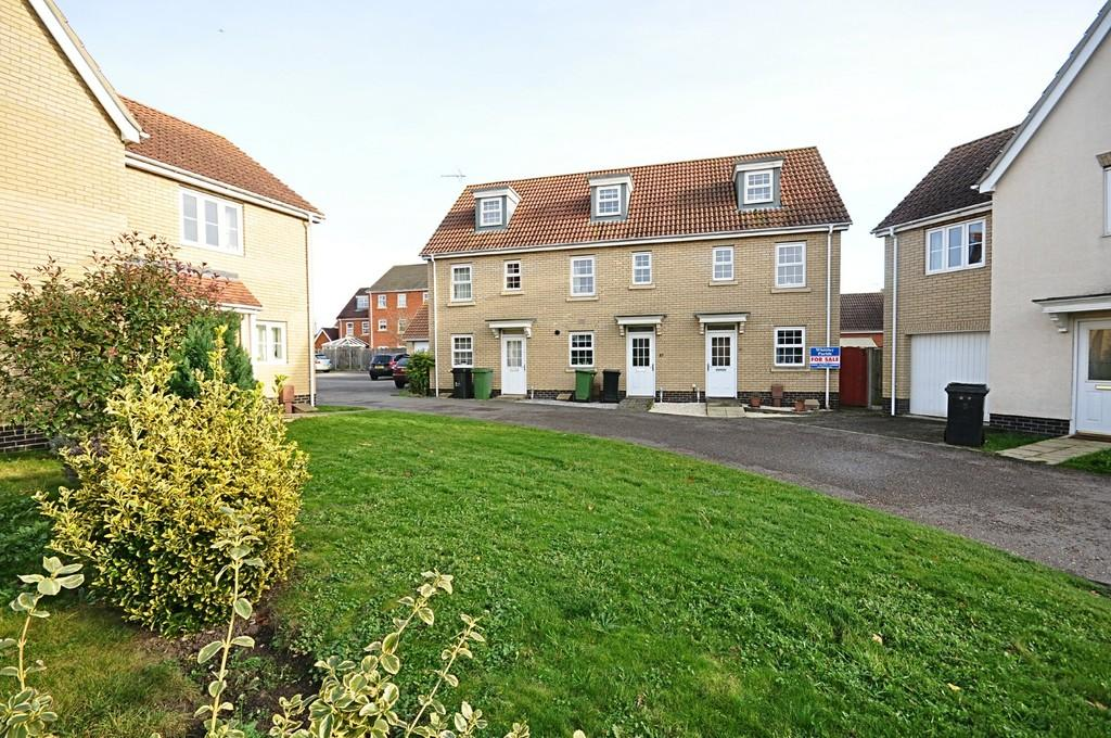 3 Bedrooms Semi Detached House for sale in Viscount Close, Diss
