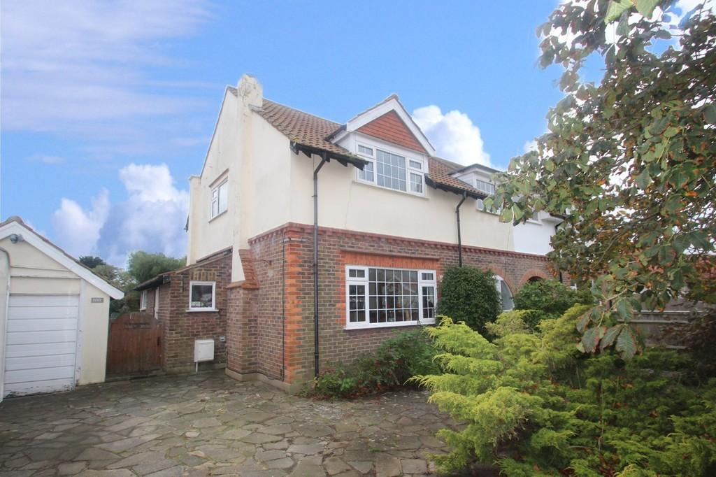 4 Bedrooms Semi Detached House for sale in Broadmark Way, Rustington