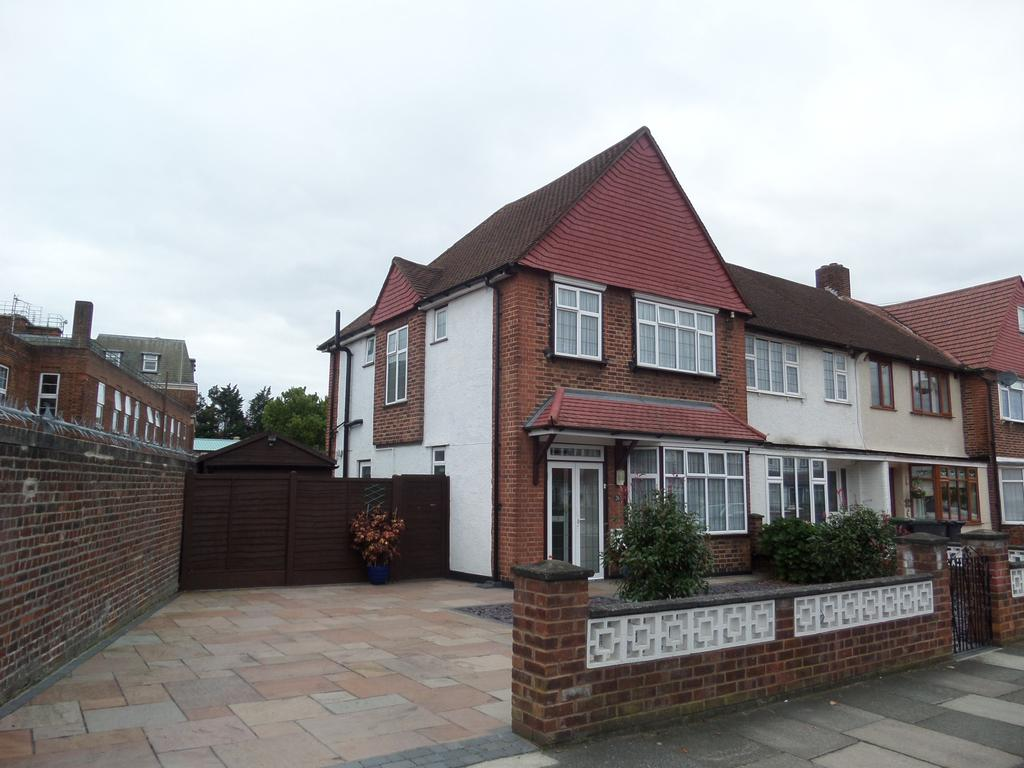 3 Bedrooms End Of Terrace House for sale in Conisborough Crescent, London