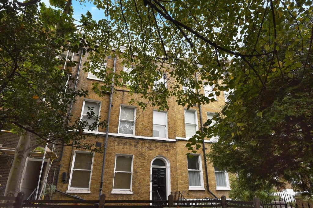 2 Bedrooms Flat for sale in Kennington Park Road, Kennington