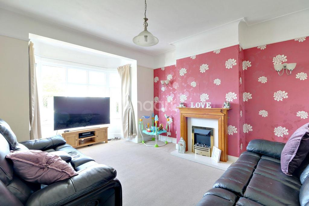 4 Bedrooms Semi Detached House for sale in Sutton Road, Southend-On-Sea