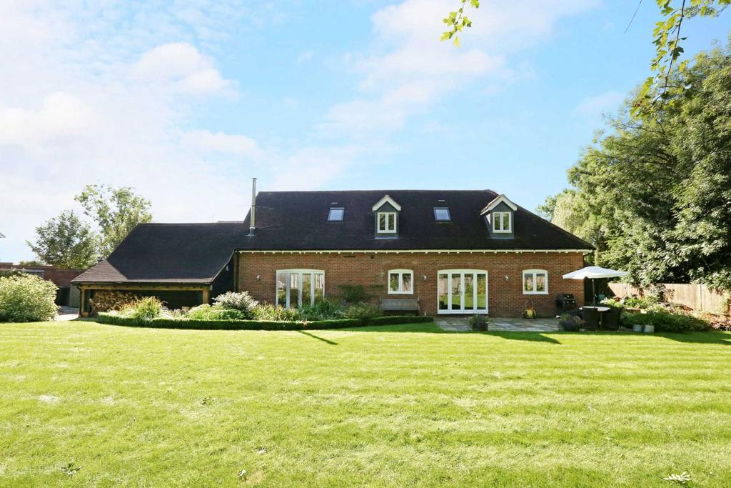 4 Bedrooms Detached House for sale in Cholesbury Road, Wigginton