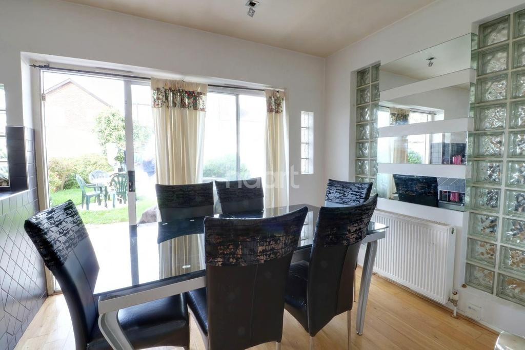 3 Bedrooms Terraced House for sale in Hayes End