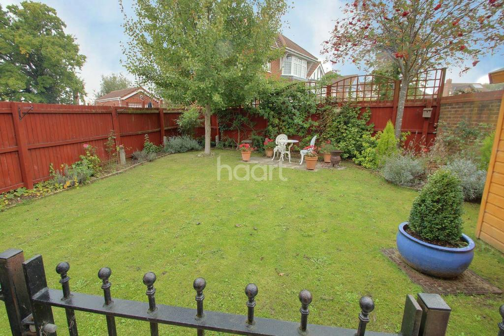 4 Bedrooms Detached House for sale in Lucilla Avenue, Ashford, Kent