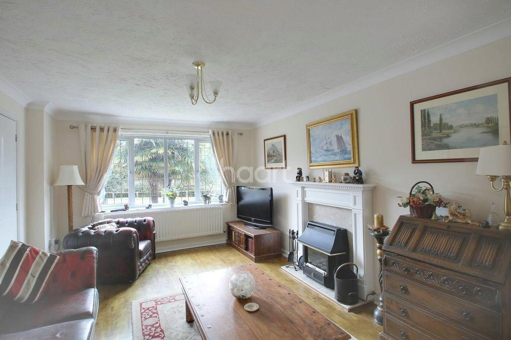 4 Bedrooms Detached House for sale in Lucilla Avenue, TN23