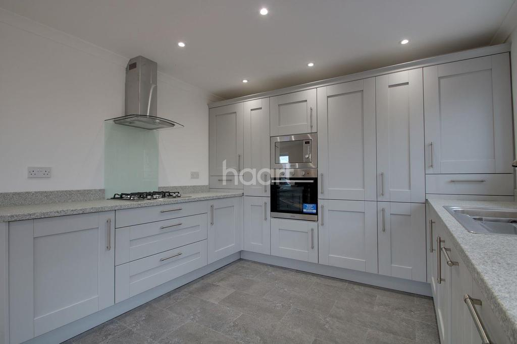 3 Bedrooms Bungalow for sale in Sanspareil Avenue, Minster on Sea, Kent, ME12 3LD