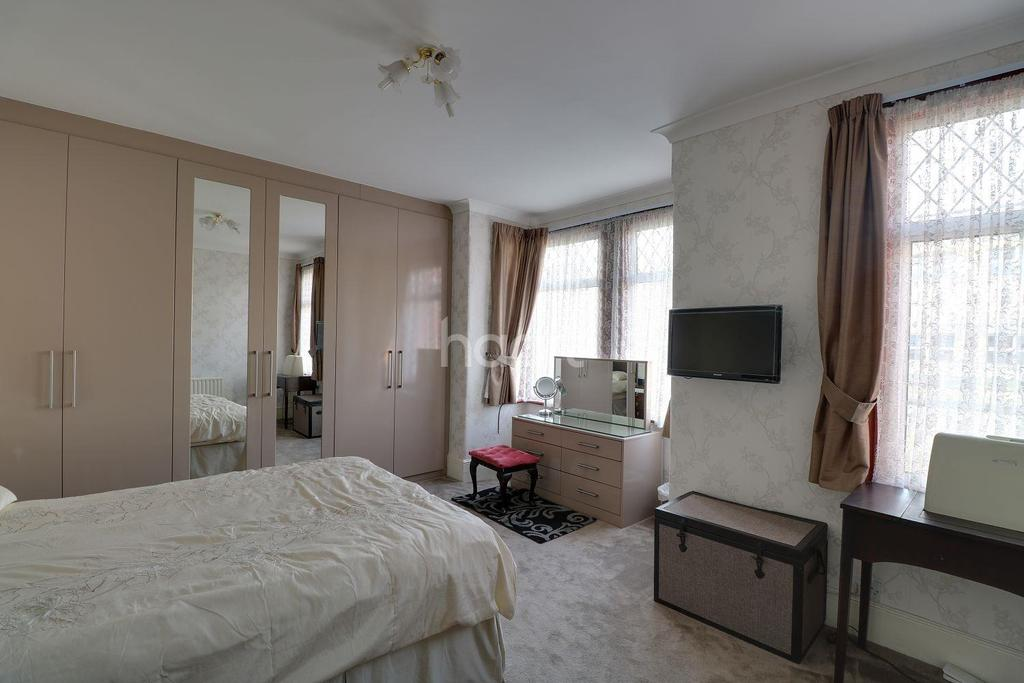 3 Bedrooms Terraced House for sale in Harrington Road, Leytonstone