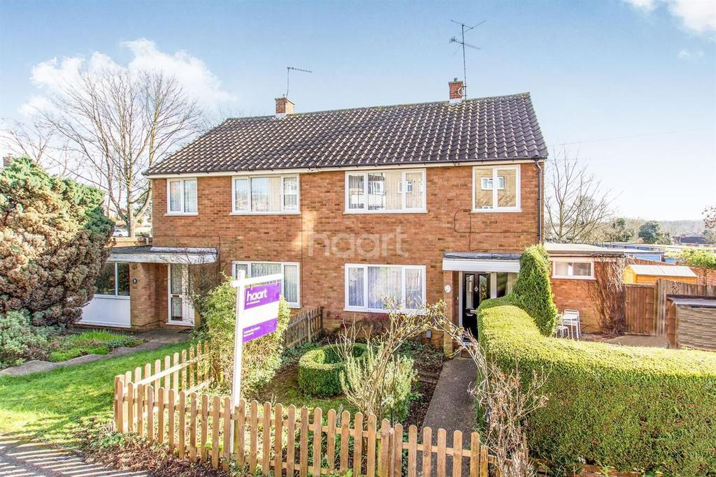 3 Bedrooms Semi Detached House for sale in Spring Drive, Broadwater, Stevenage