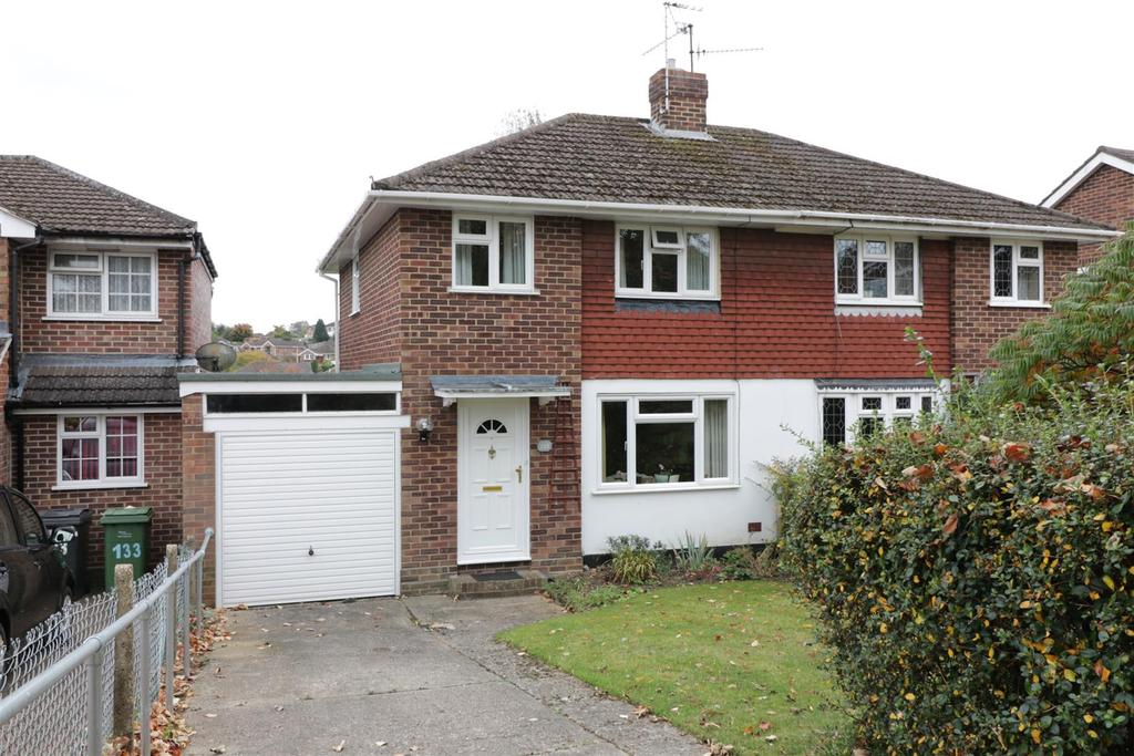 2 Bedrooms Semi Detached House for sale in Fairford Road, Tilehurst, Reading